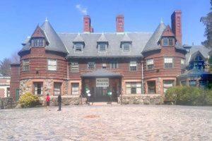 留学インタビュー (14) Pine Manor College